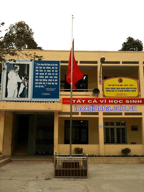 Cột cờ inox trong trường học