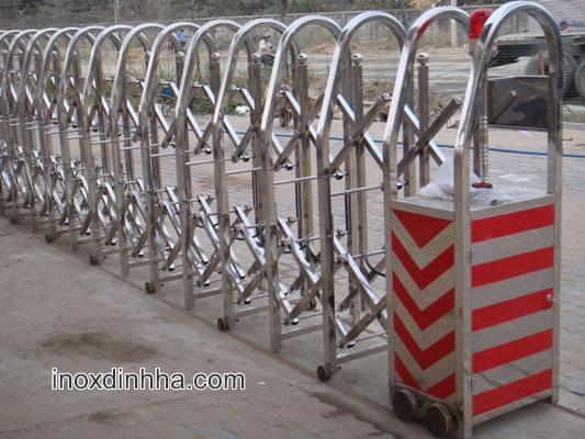 cổng xếp inox cao cấp