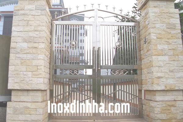 cầu thang inox, lan can inox, cột cờ inox
